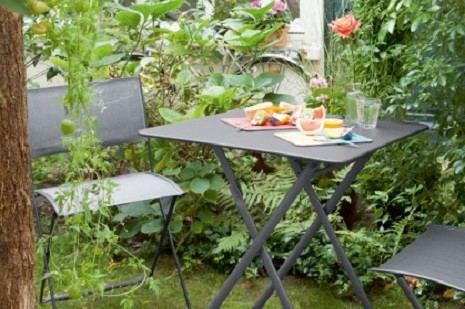Outdoor furniture ideas for small gardens