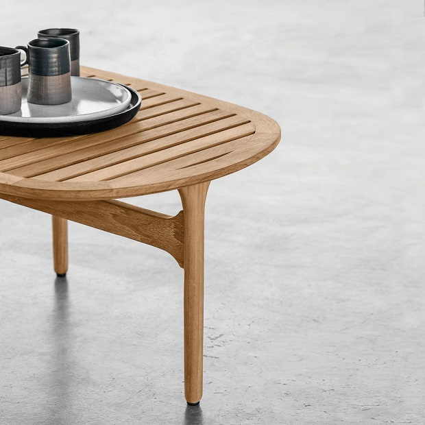 Bay side table by Gloster